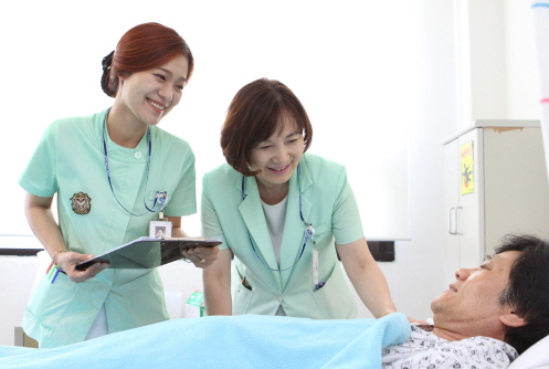 Tại sao nên chọn ngành điều dưỡng?